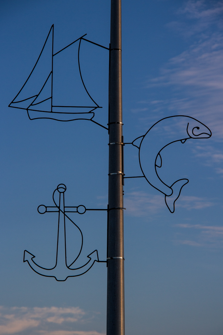 Pier lamp posts: detail